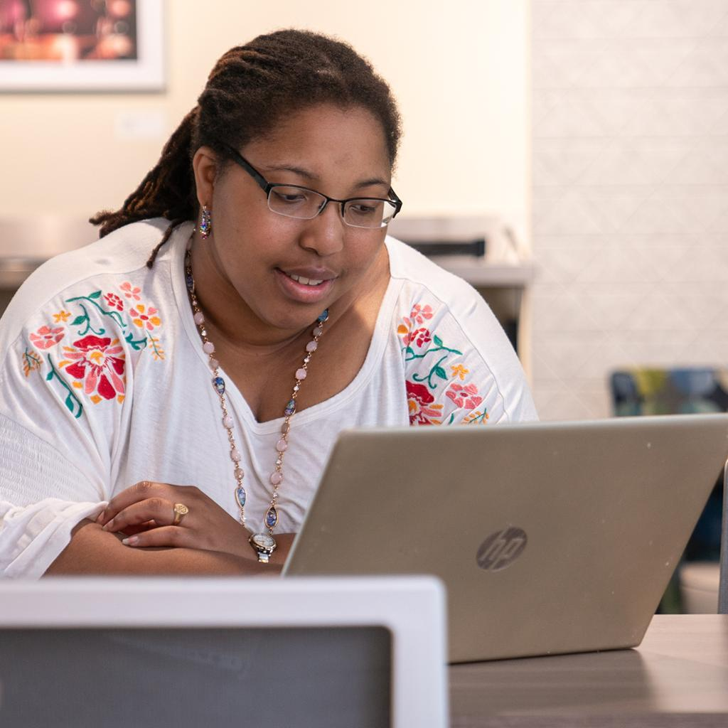 Alicia Jiggetts working in an office