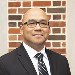 headshot of Gil Villanueva