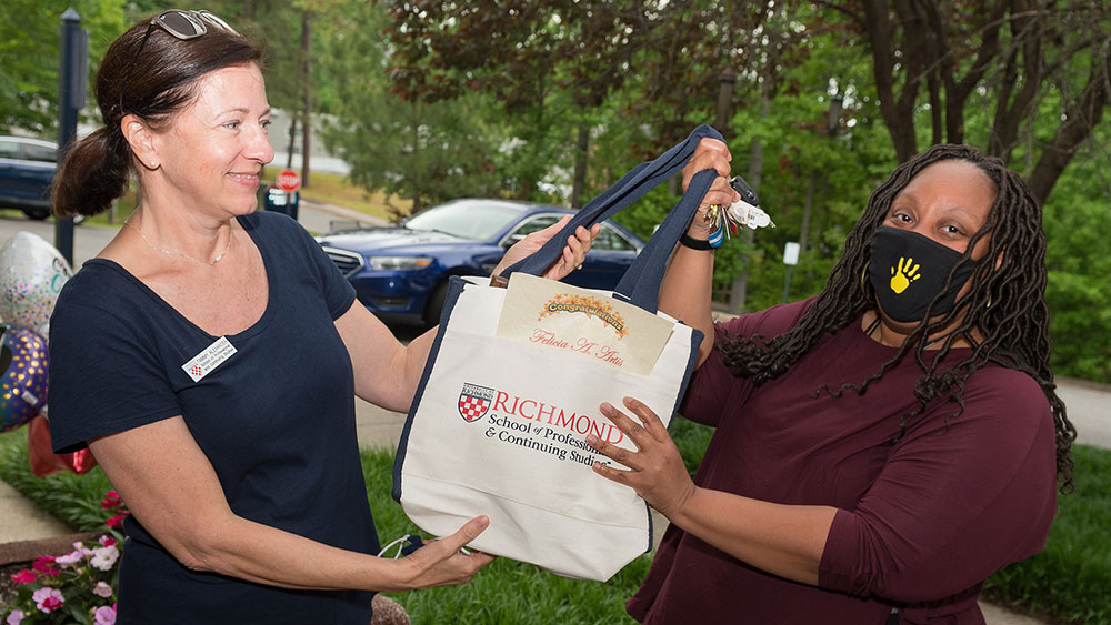 Felicia Artis receiving award swag bag from advisor Tammy Alexander