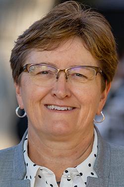 Linda Boland Headshot