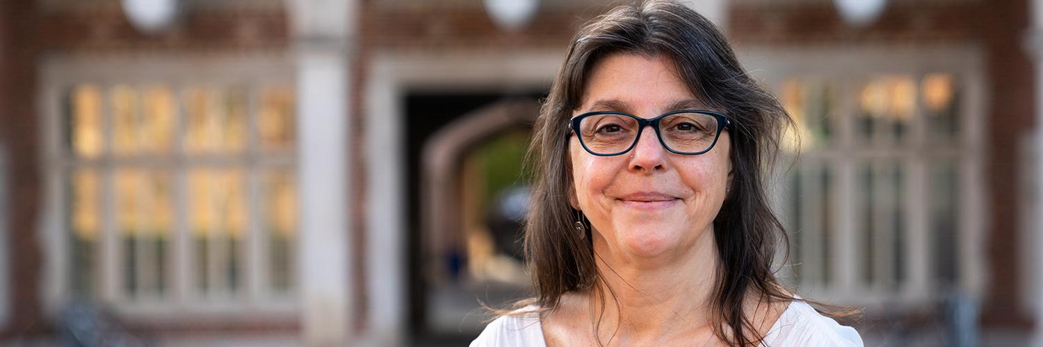 Professor awarded Fulbright to study gender and sexuality representation in Brazilian magazines
